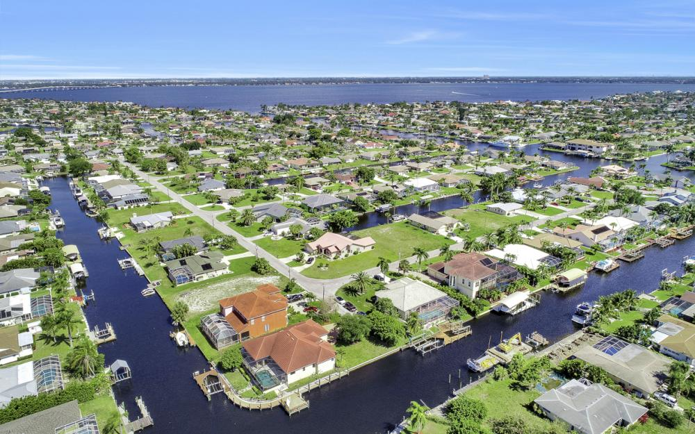 1901 SE 26th Ter, Cape Coral - Home For Sale 463506734