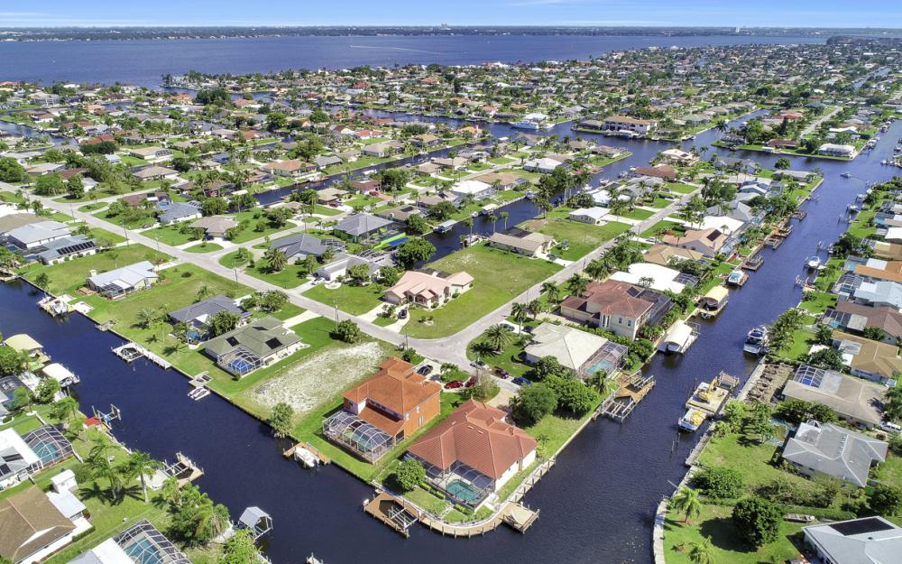 1901 SE 26th Ter, Cape Coral - Home For Sale 929792409