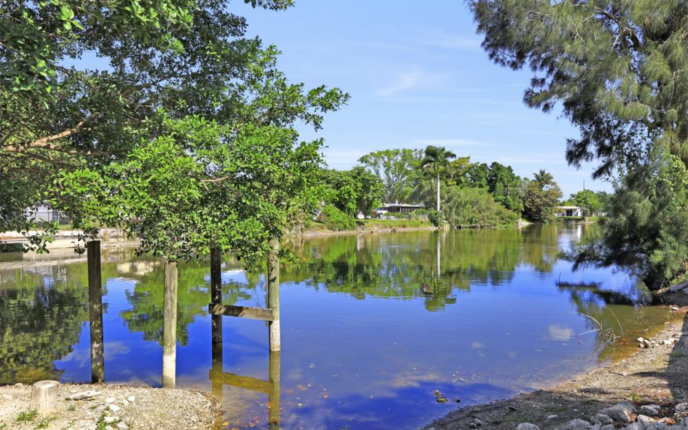 1825 Paul St, Fort Myers - Home For Sale 1082117722