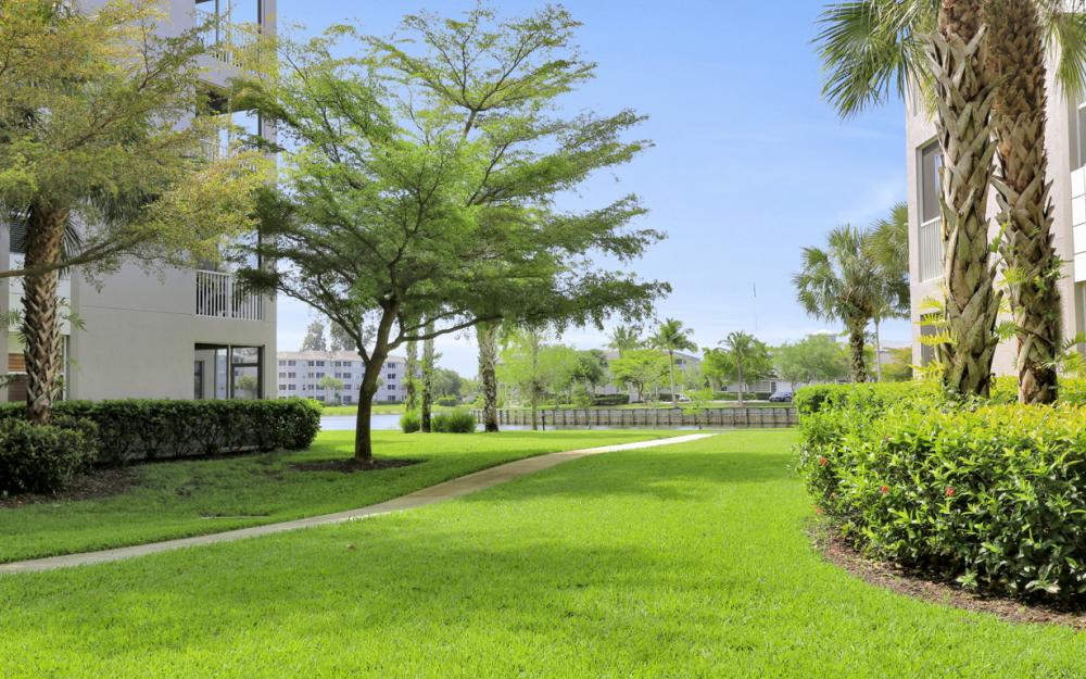 16675 Lake Cir Dr#923, Fort Myers - Condo For Sale 908713504