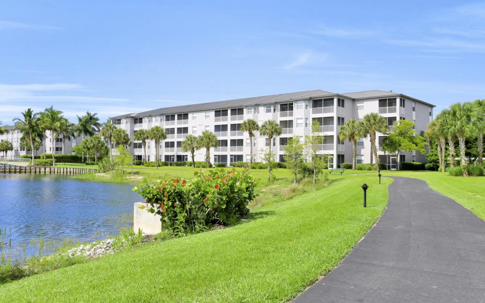 16675 Lake Cir Dr#928, Fort Myers - Condo For Sale 215812952