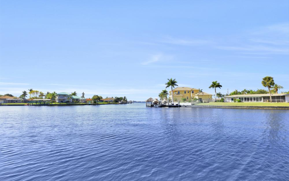 5622 Coronado Ct, Cape Coral - Home For Sale 1058639032