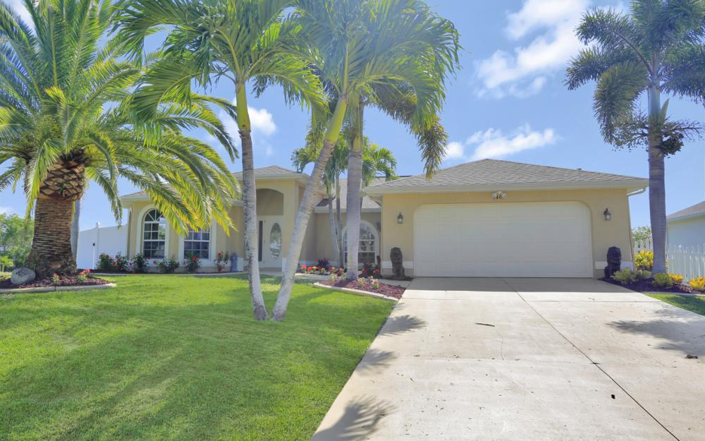 1405 SW 1st Ave Cape Coral - Home For Sale 439488215