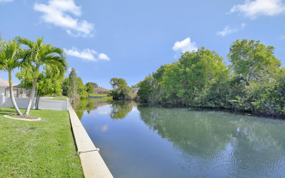 1405 SW 1st Ave Cape Coral - Home For Sale 761007573