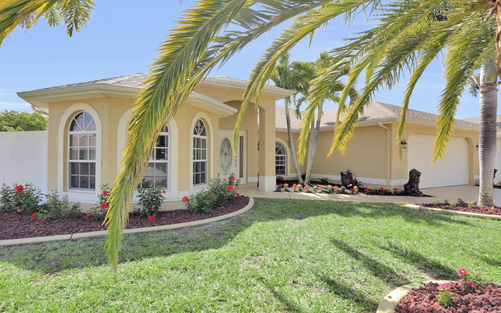 1405 SW 1st Ave Cape Coral - Home For Sale 2128818266
