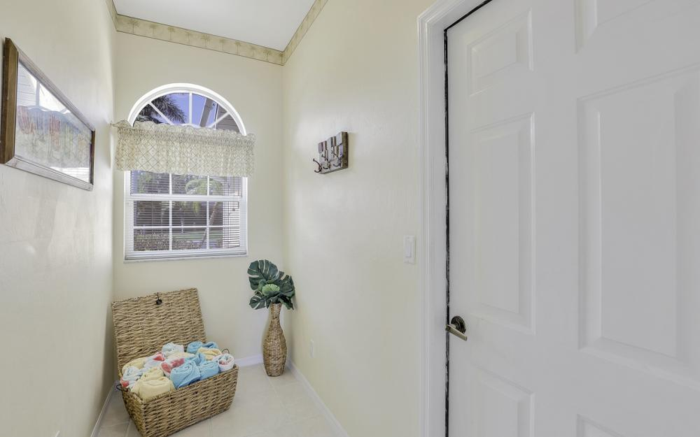 1586 Vintage Ln, Naples - Home For Sale 115810628