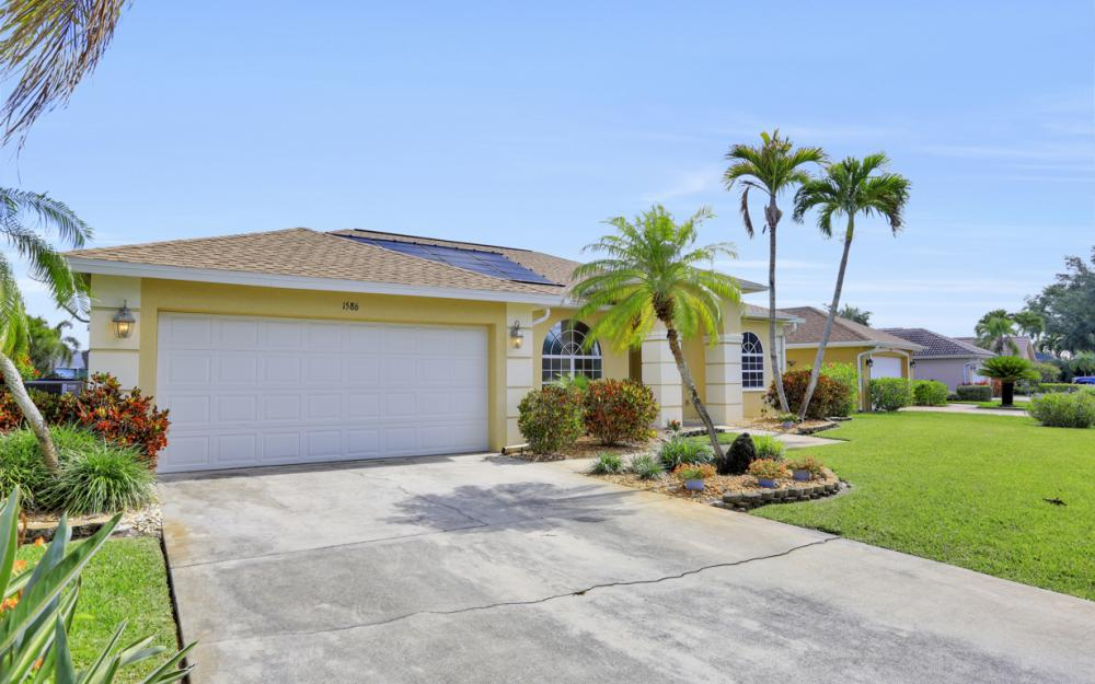1586 Vintage Ln, Naples - Home For Sale 752074733