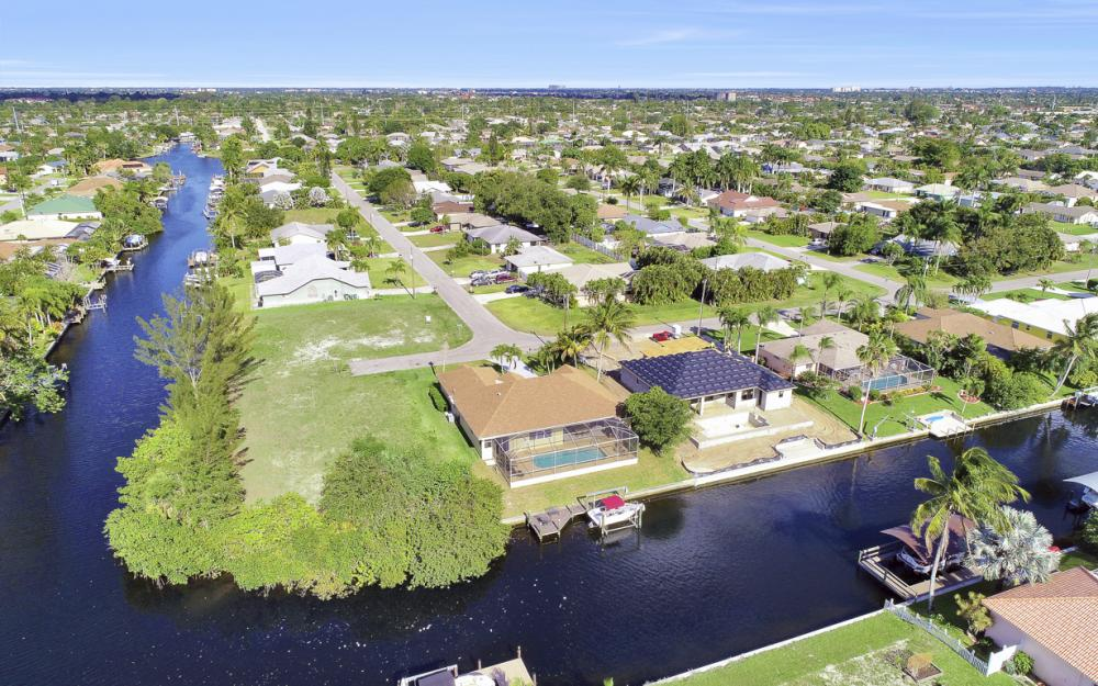4212 SW 3rd Ave, Cape Coral - Home For Sale 1409057760