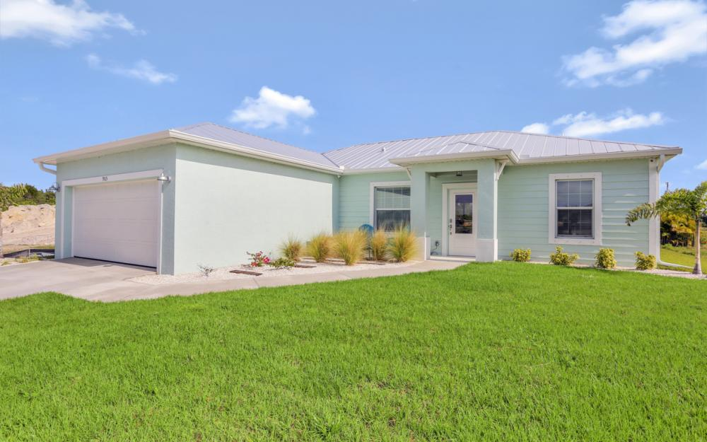 903 Embers Pkwy W, Cape Coral - Model Home 496223154