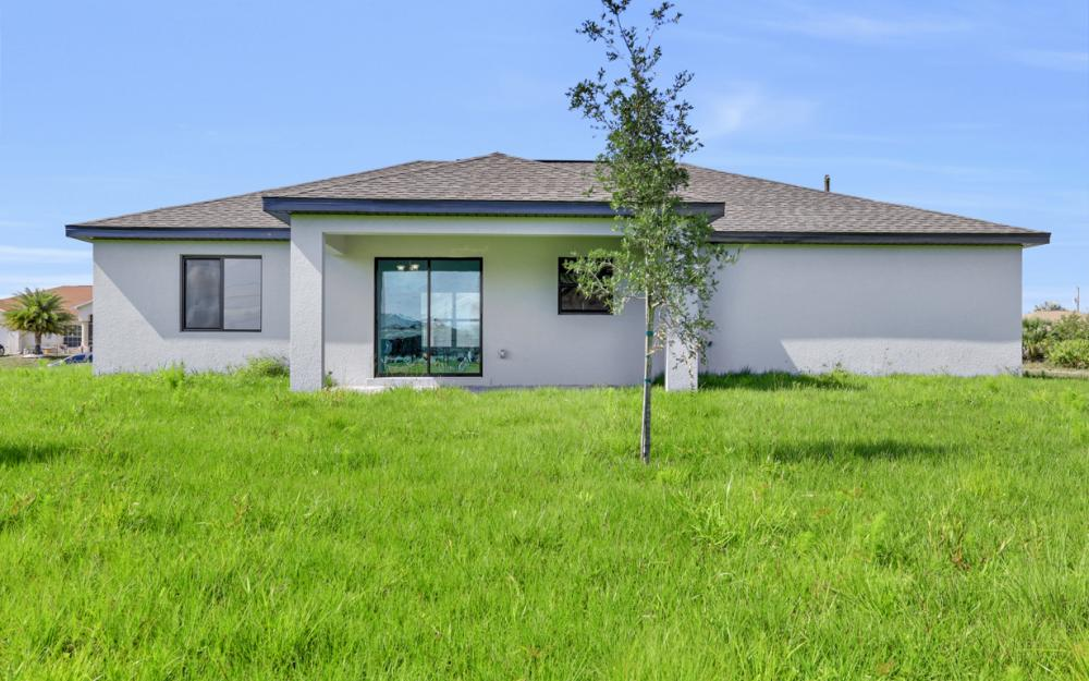 206 Nw 25th Ter, Cape Coral - Home For Sale 940492335