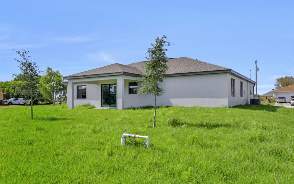 206 Nw 25th Ter, Cape Coral - Home For Sale 214802578