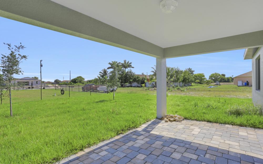 206 Nw 25th Ter, Cape Coral - Home For Sale 414408113