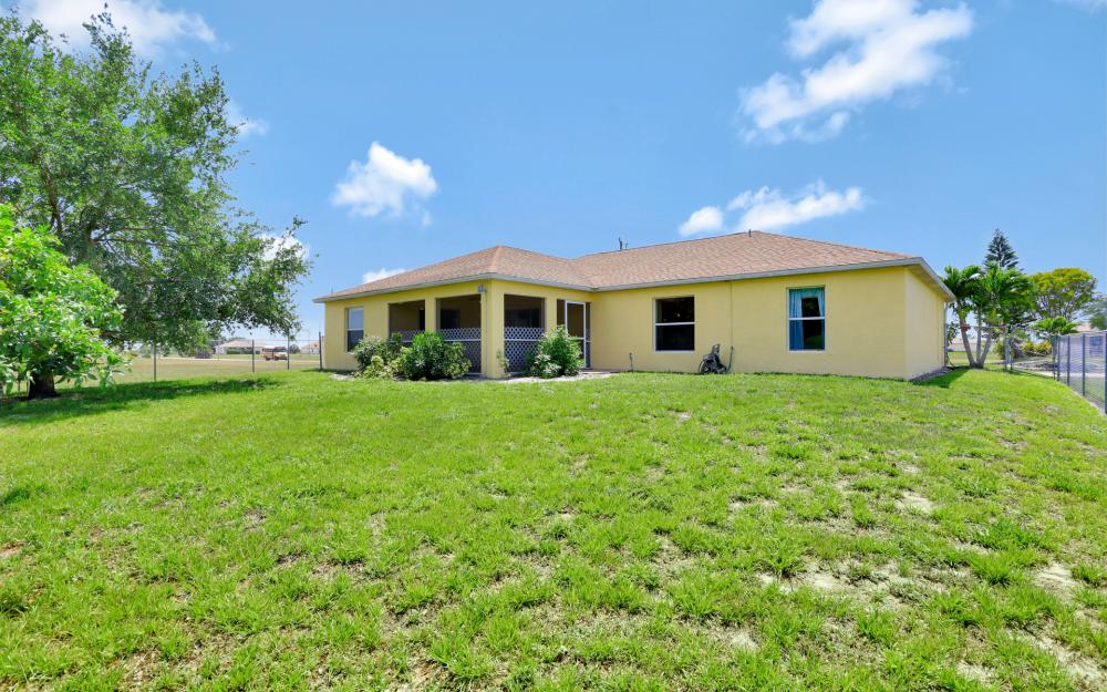 2011 NW 10th Ave, Cape Coral - Home For Sale 650803759