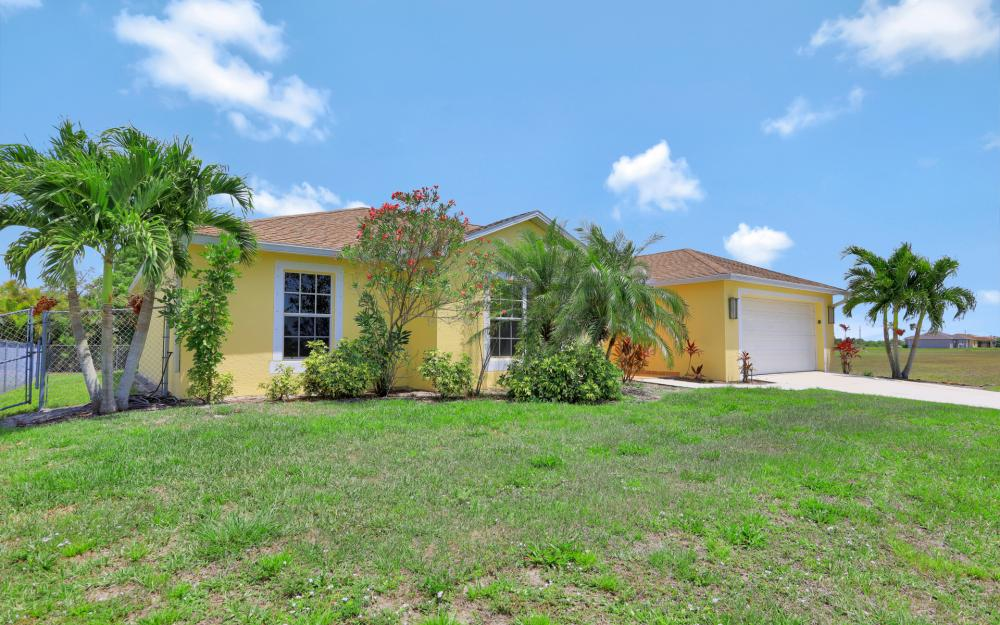 2011 NW 10th Ave, Cape Coral - Home For Sale 629801561