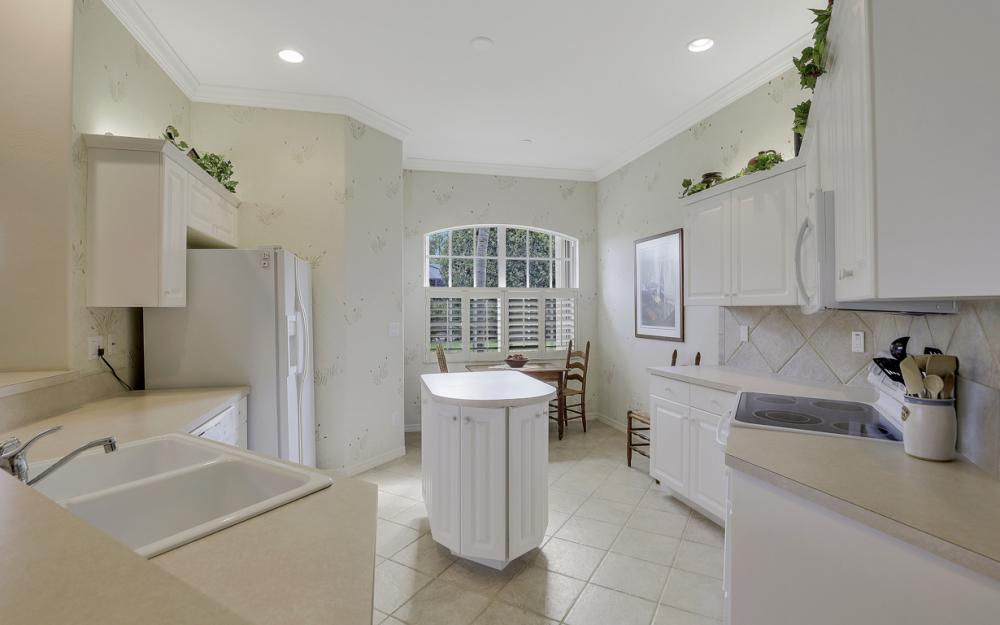 12679 Fox Ridge Dr, Bonita Springs - Home For Sale 406679706