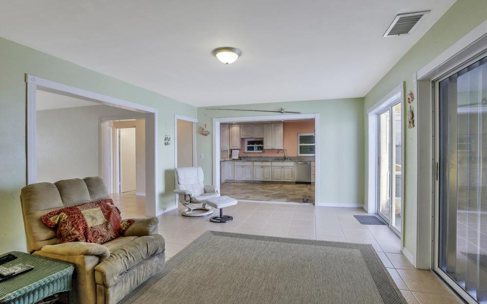 4363 Cypress Ln, Fort Myers - Home For Sale 102300215