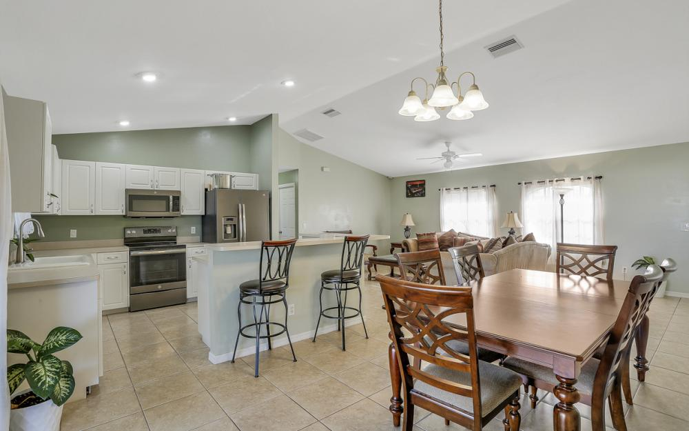1322 SW 15th Pl Cape Coral - Home For Sale 1155594836