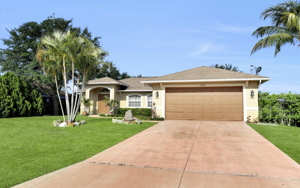 1322 SW 15th Pl Cape Coral - Home For Sale 330141674