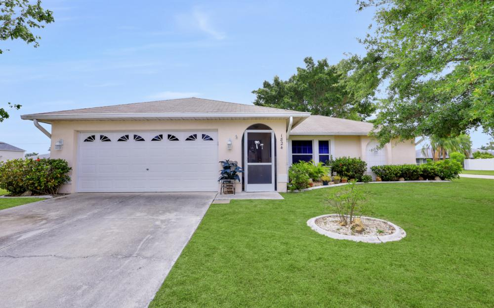 1824 SE 5th Ct, Cape Coral - Home For Sale 187347298