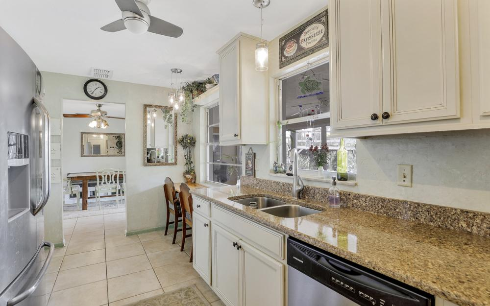 1308 SE 3rd St, Cape Coral - Home For Sale 203294121