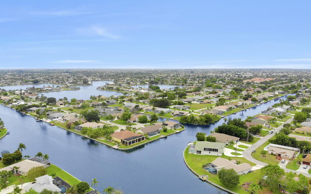 1308 SE 3rd St, Cape Coral - Home For Sale 239418493