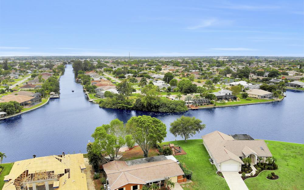 1308 SE 3rd St, Cape Coral - Home For Sale 482926424