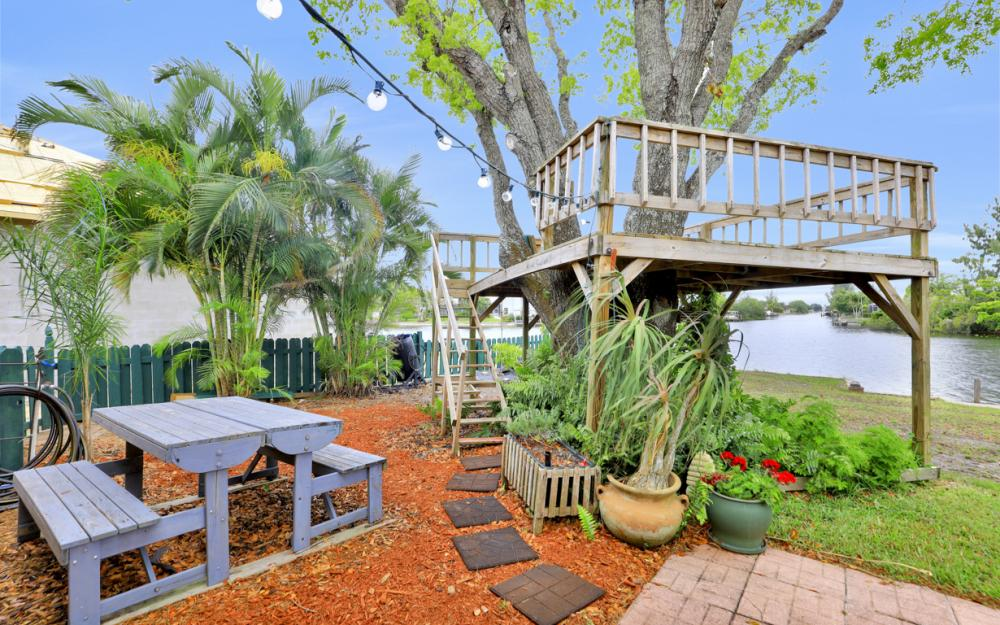 1308 SE 3rd St, Cape Coral - Home For Sale 425060521