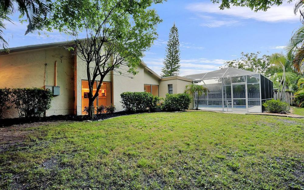 8471 Yorkshire Ln, Fort Myers - House For Sale 716524952