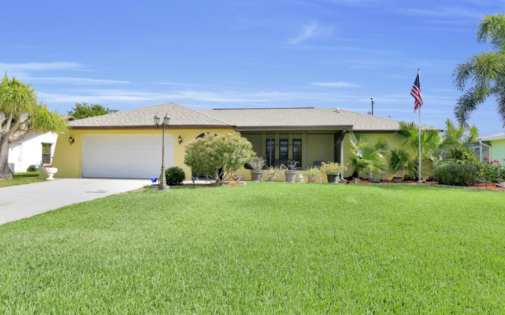 1423 SE 33rd St, Cape Coral - Home For Sale 764951569
