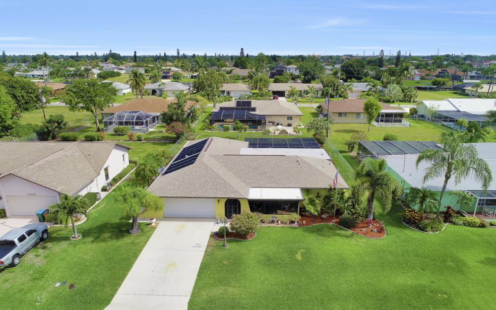 1423 SE 33rd St, Cape Coral - Home For Sale 1176196321
