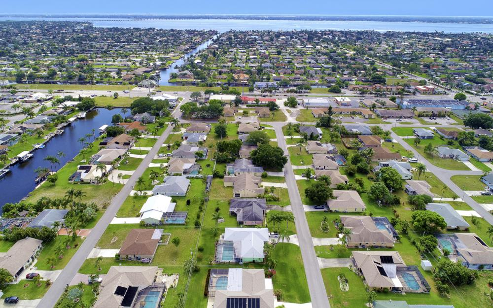 1423 SE 33rd St, Cape Coral - Home For Sale 1320592500