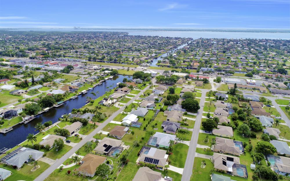 1423 SE 33rd St, Cape Coral - Home For Sale 1440080372