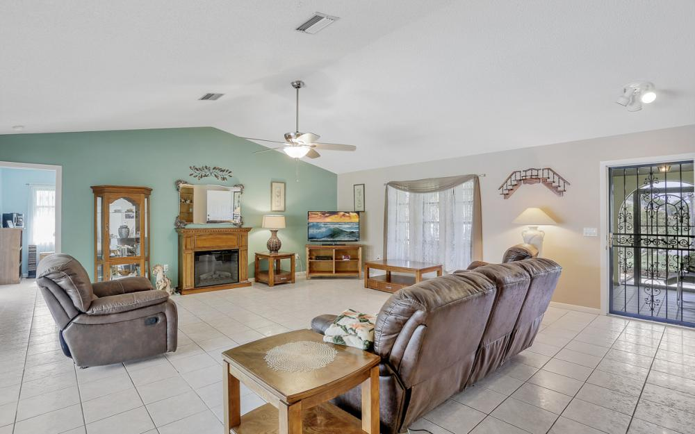 1423 SE 33rd St, Cape Coral - Home For Sale 2085535097