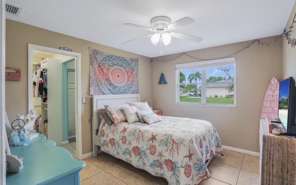 913 SW 52nd St Cape Coral - Home For Sale 1677219168
