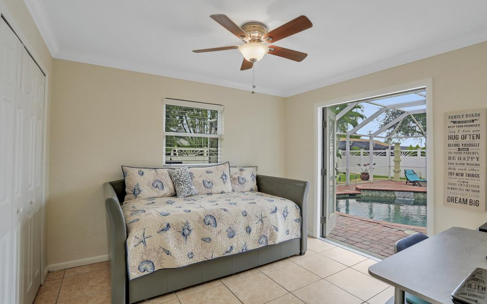 913 SW 52nd St Cape Coral - Home For Sale 275030104