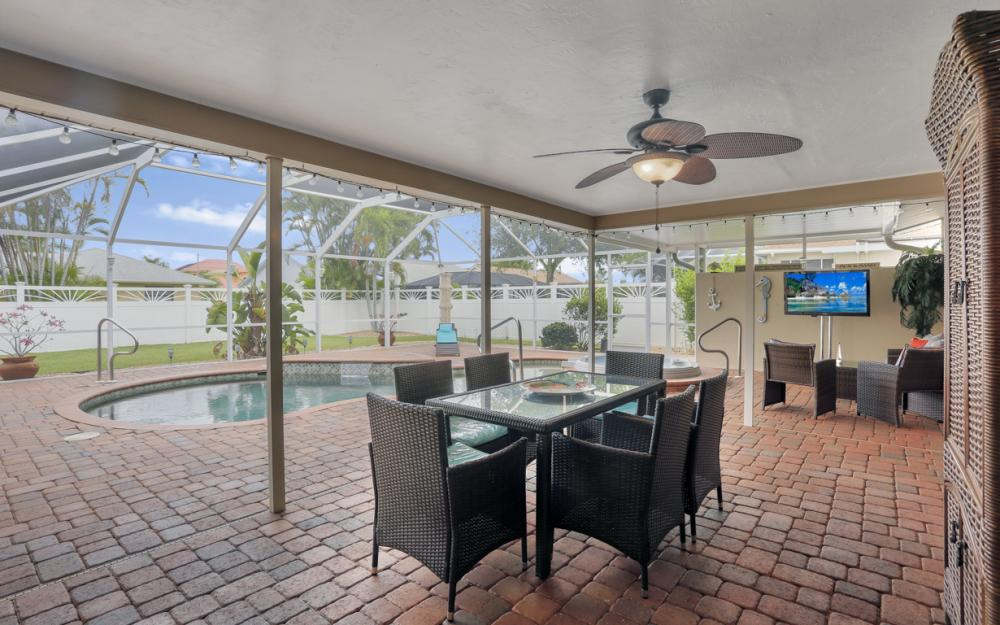 913 SW 52nd St Cape Coral - Home For Sale 1009490062