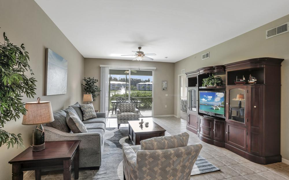 16685 Lake Circle Dr #1012, Fort Myers - Condo For Sale 1010139677