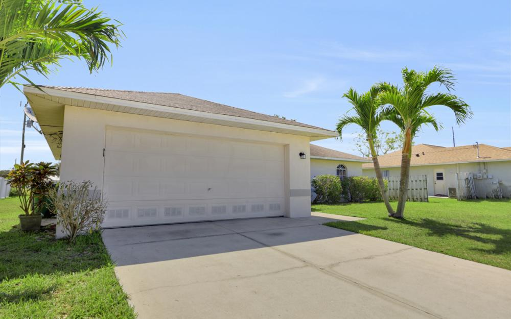 3927 SW 1st Ave, Cape Coral - Home For Sale 820550750