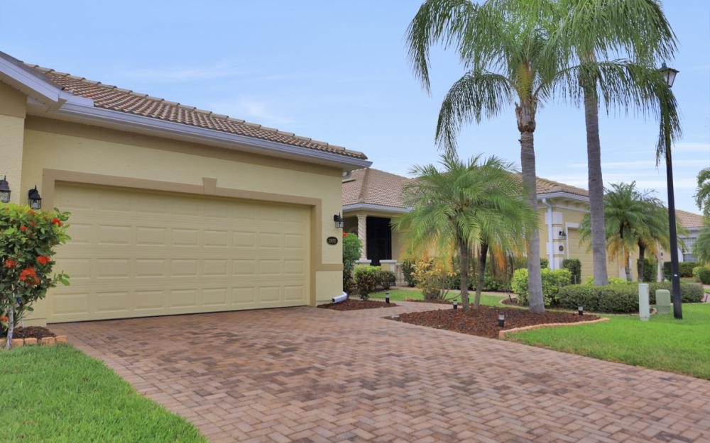 21072 Cosenza Ct, Estero - Home For Sale 1461641983
