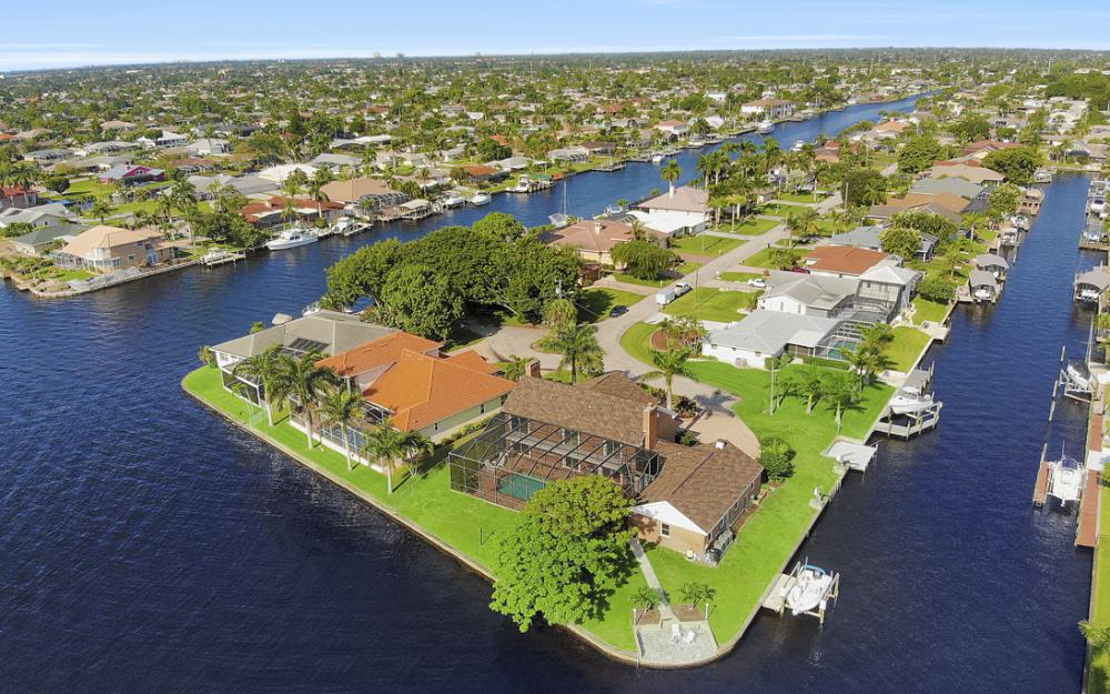 2063 SE 28th St, Cape Coral - Home For Sale 1082070175