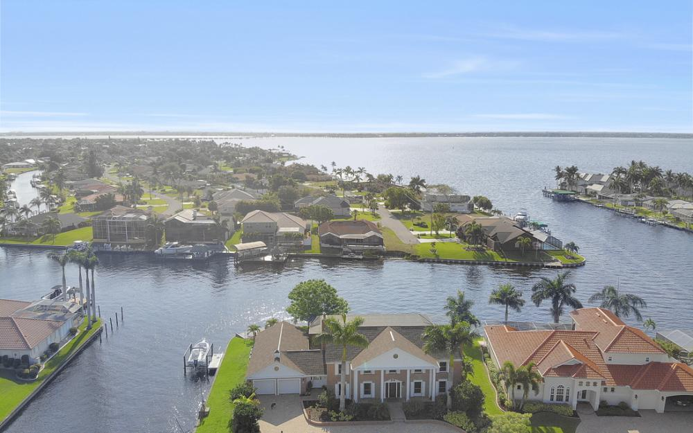 2063 SE 28th St, Cape Coral - Home For Sale 283870579