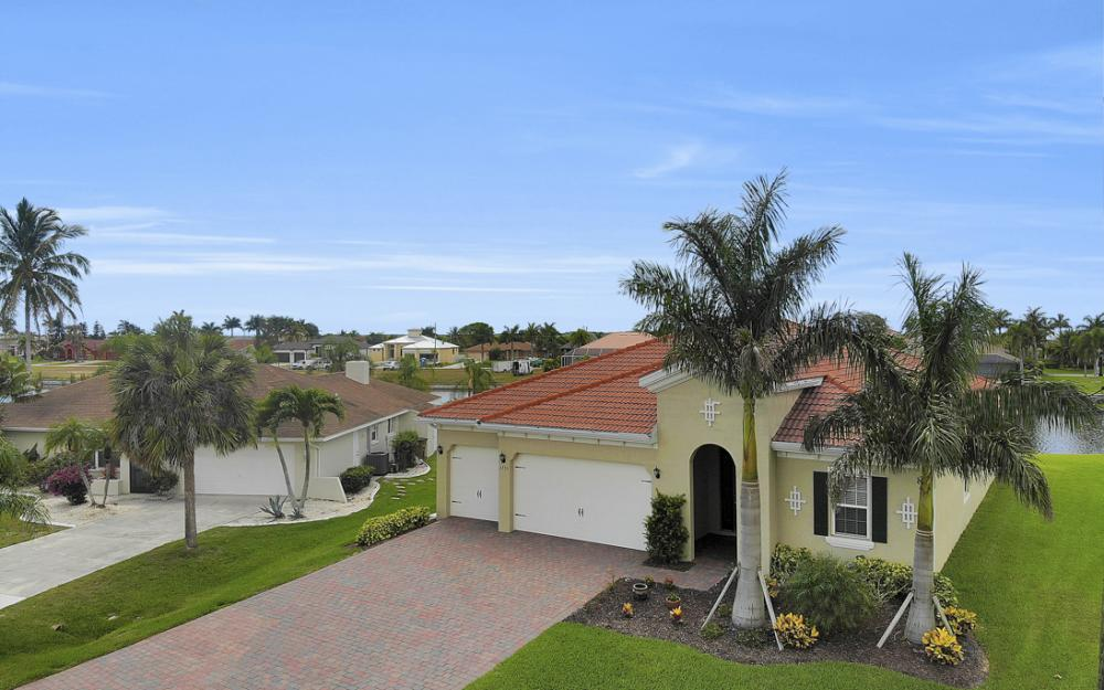 2735 SW 30th Ter, Cape Coral - Home For Sale 885462951
