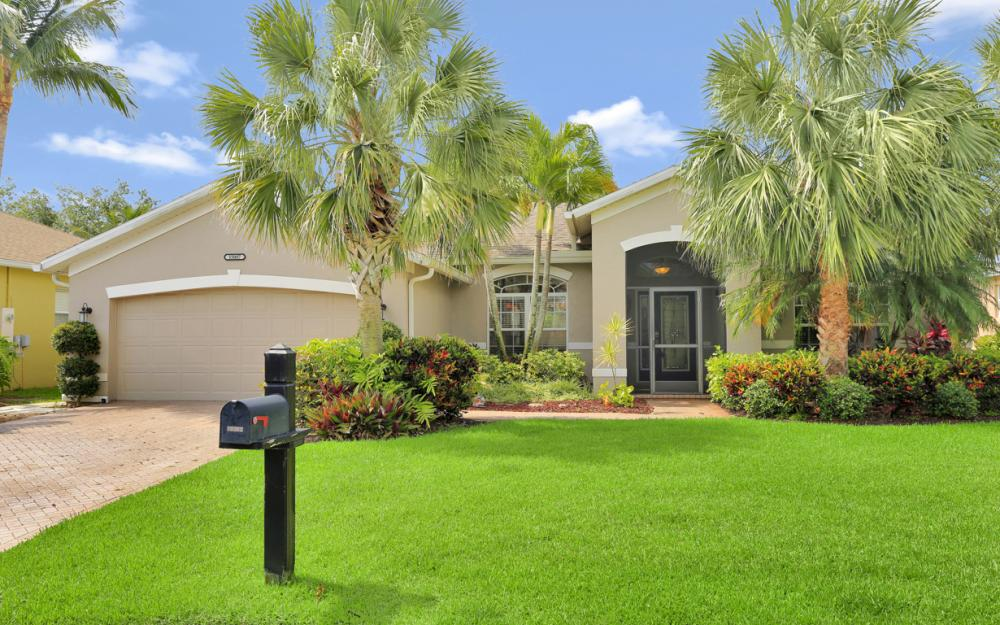 15007 Balmoral Loop Fort Myers - Home For Sale 565003881