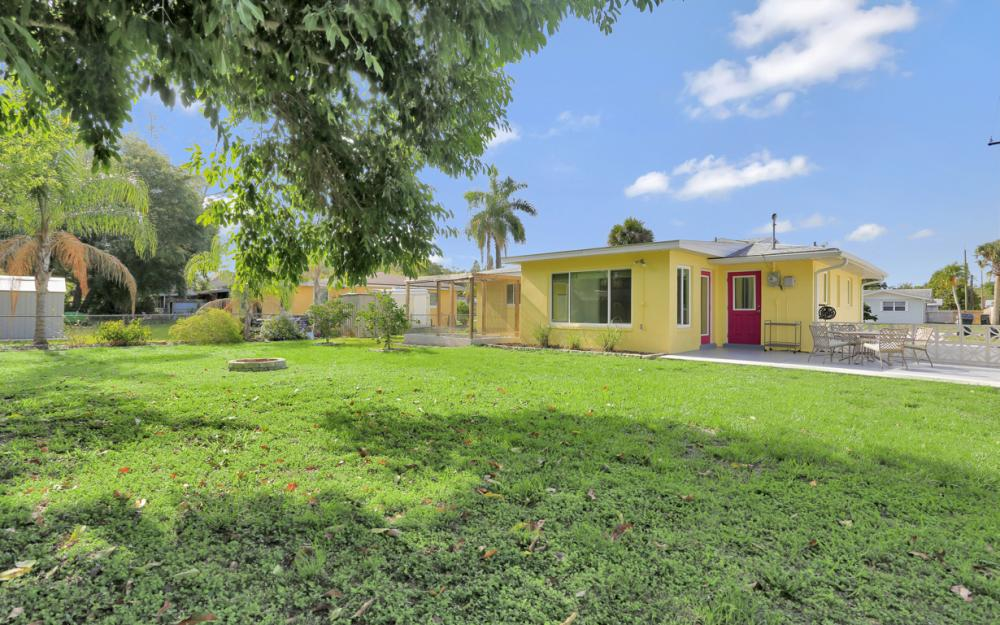 1355 Sirocco St, Fort Myers - Home For Sale 430330786
