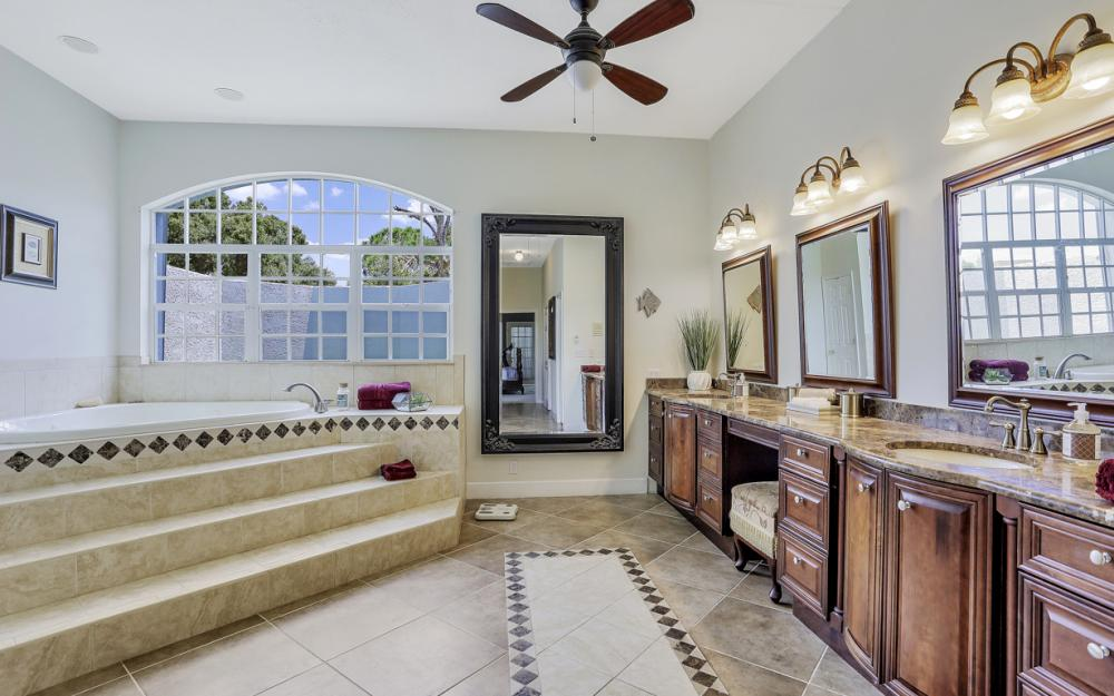 16 Catalpa Court, Fort Myers - Home For Sale 1812089747