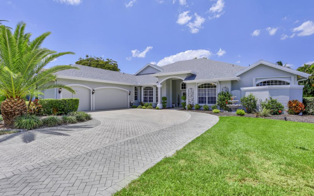16 Catalpa Court, Fort Myers - Home For Sale 15751508