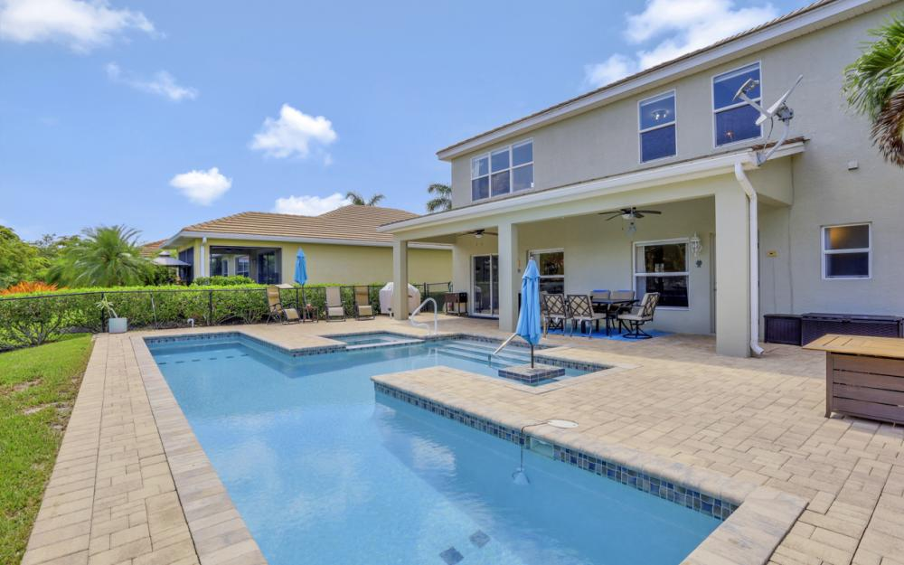 2483 Blackburn Cir, Cape Coral - Home For Sale 1737869705