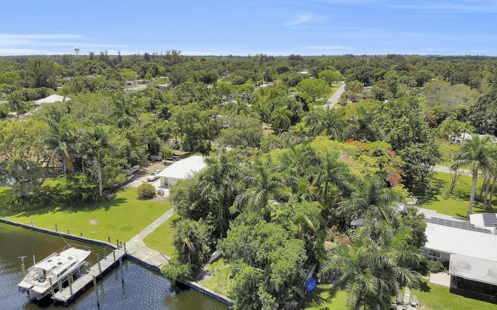 4515 E Riverside Dr, Fort Myers - Home For Sale 131647970