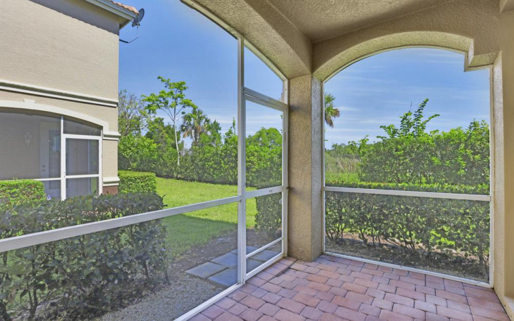 9717 Roundstone Cir, Fort Myers - Home For Sale 596198377