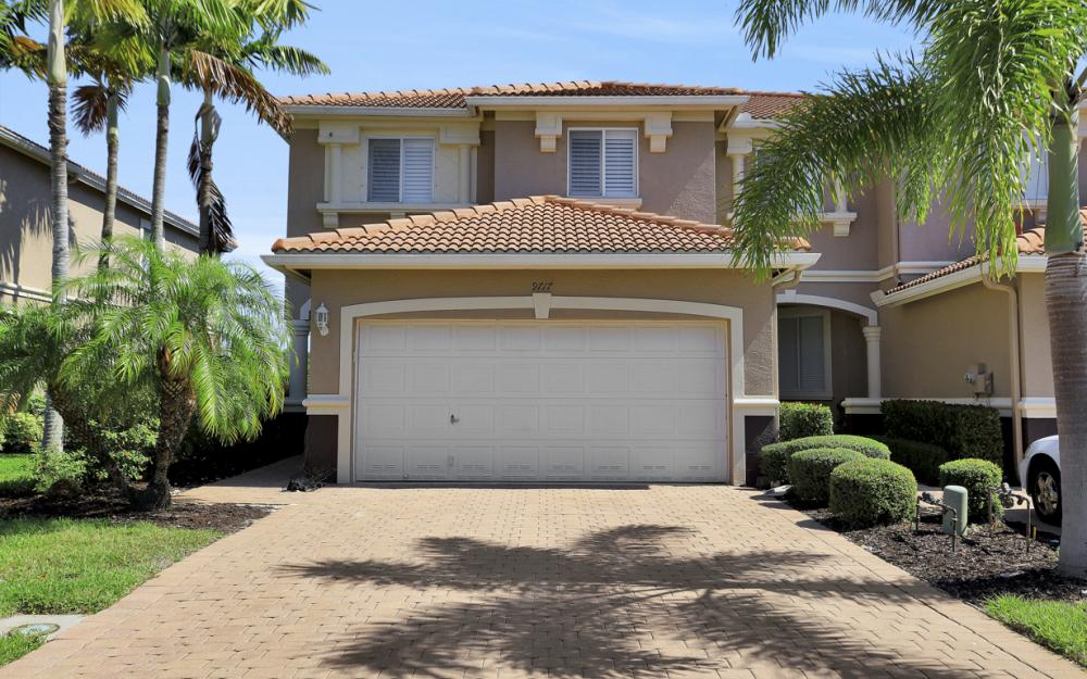 9717 Roundstone Cir, Fort Myers - Home For Sale 1121536547